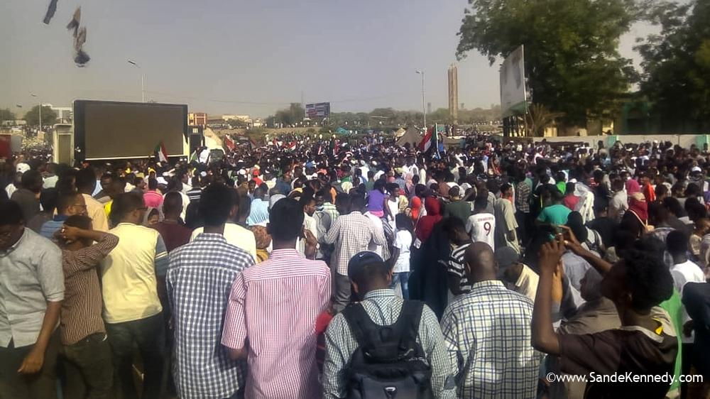 Sudan: Army says it will make 'important announcement'